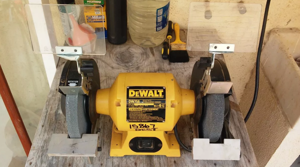 Awe Inspiring The Dewalt Dw758 8 Inch Bench Grinder Review Authorized Boots Ncnpc Chair Design For Home Ncnpcorg