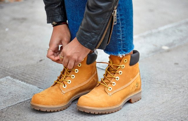 Model  Top HampM High Waisted Jeans Timberland Boots  In My Timbs  LOOKBOOK